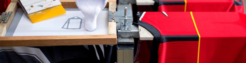 Znakowanie odzieży firmowej i reklamowej. Personalizacja odzieży haftaami i nadrukami.